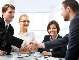 القيادة الاشرافية والاستراتيجيات السلوكية المتميزة